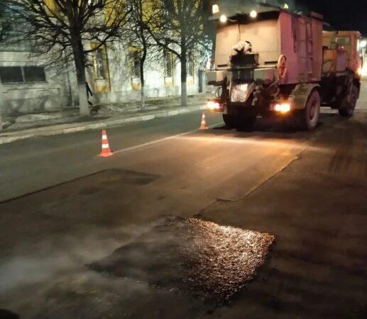 На дорогах Твери литым  асфальтом залили 505, 9  квадратных метров ям
