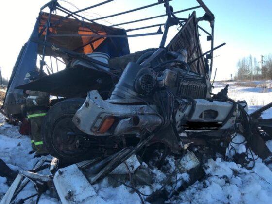 В Тверской области при столкновении поезда и фургона погиб человек