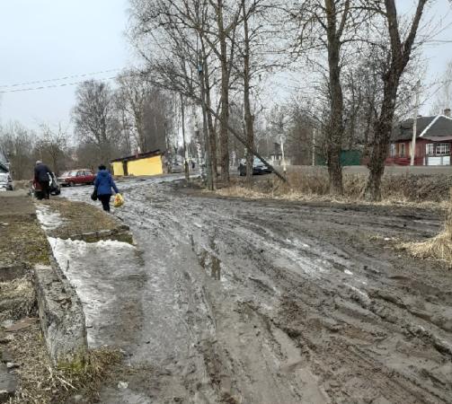 В поселке Жарковский рынок утонул в грязи
