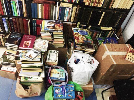 Жители Твери собрали книги для сельской библиотеки Краснохолмского района