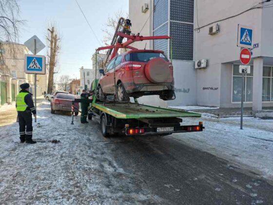 В Твери массово эвакуировали автомобили с пешеходных переходов