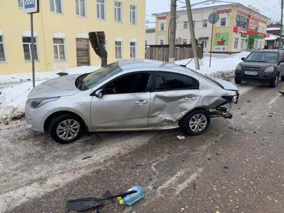 Пьяный водитель в Бежецке при обгоне устроил ДТП