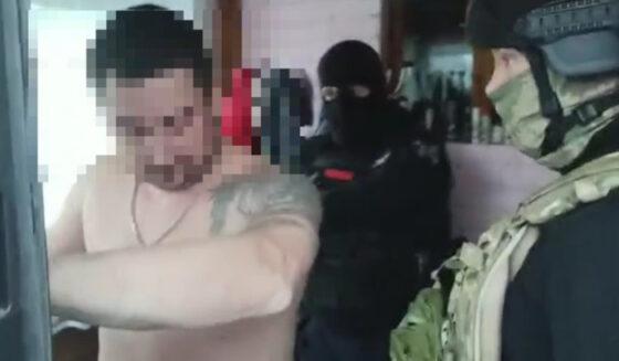 Жителей Вышнего Волочка, обвиняемых в кражах из фур, задержали в Новгородской области