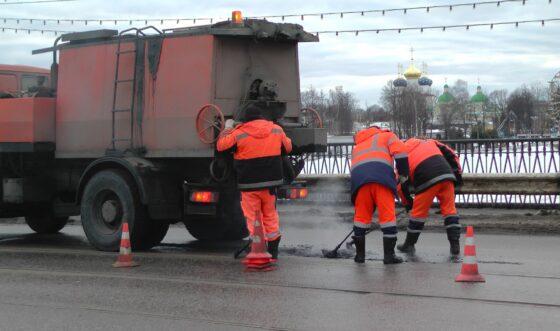 В феврале в Твери  700 квадратных метров ям отремонтировали литым асфальтобетоном