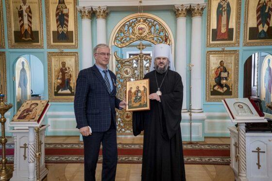 Митрополит Амвросий наградил врачей Тверской области