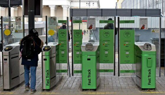 Оплатить  проезд в Ласточках на участке Москва - Тверь можно на турникетах