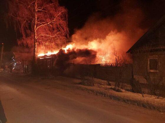 Многодетный отец из Торжка оставил детей и бросился в огонь