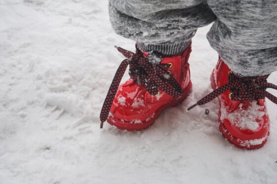 Подопечный реабилитационного центра Весьегонска получил зимнюю обувь через прокуратуру