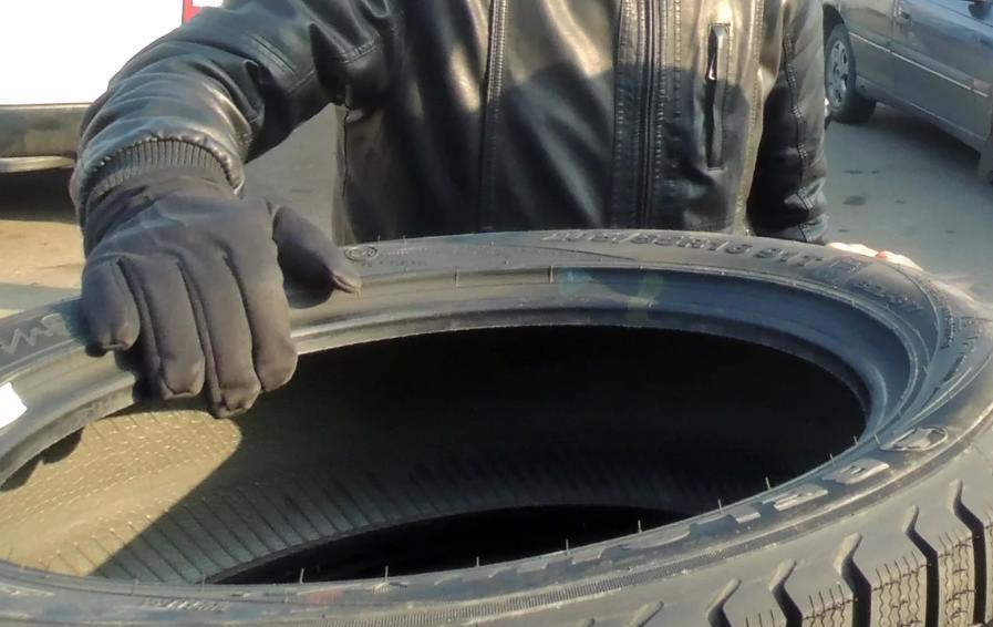 Судимый сосед украл у пенсионера шины в Тверской области