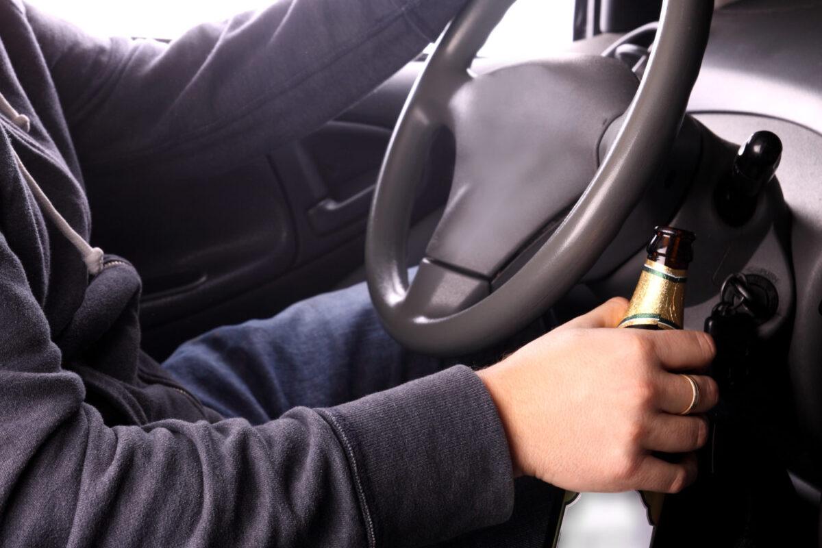 Пьяный водитель угнал автомобиль с пассажиром в Тверской области