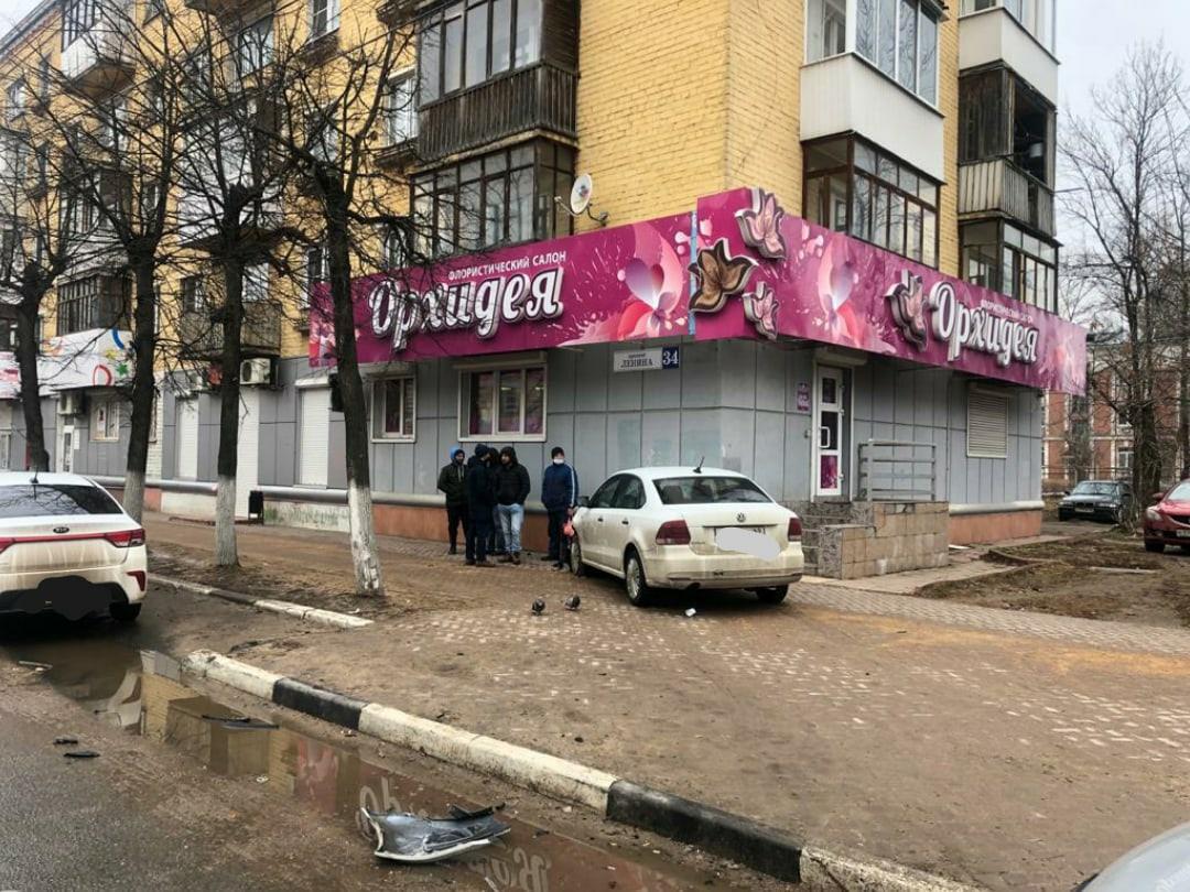 В Твери столкнулись две машины, девочке-пешеходу тоже досталось