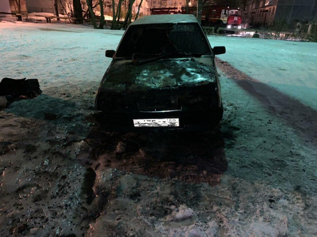 """Автомобиль """"ВАЗ"""" загорелся в Тверской области"""