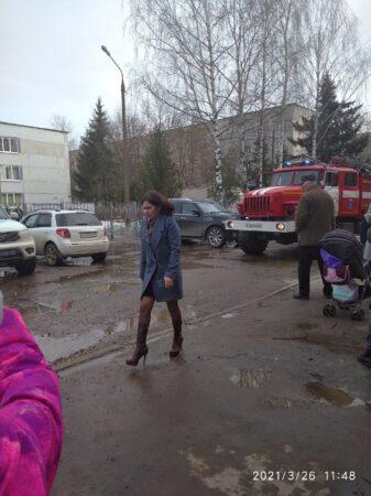 Полицейские приехали проверять школу в Твери после подозрительного звонка