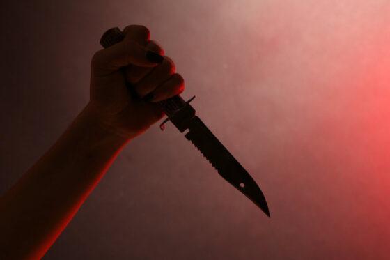 В Тверской области мужчина пытался зарезать бывшую жену кинжалом