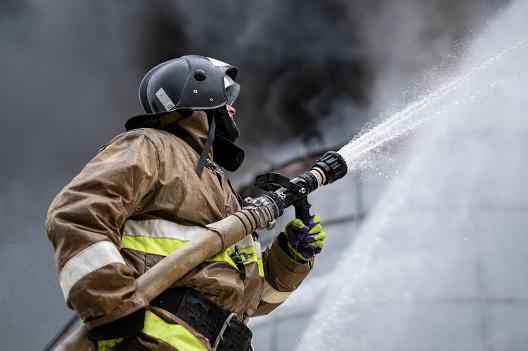 Семь часов тушили пожар в Тверской области