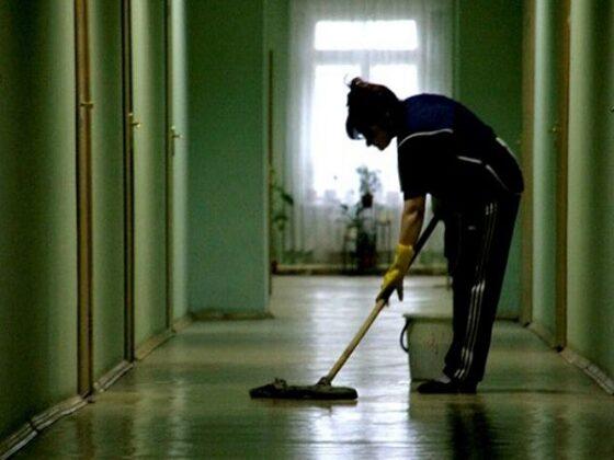 В Тверской области уборщица оставила кассира без денег