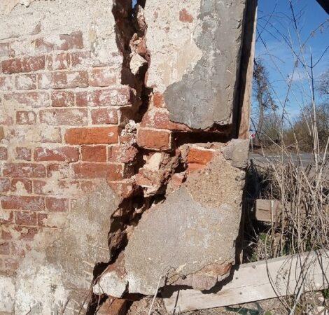 Под Тверью в любой момент может обрушиться стена