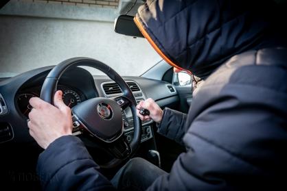 Подростки пытались угнать машину в Тверской области