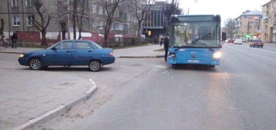 В Твери в ДТП попал автобус №223
