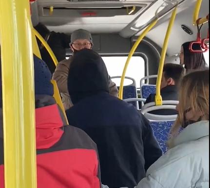 В Твери подростки подрались с мужчиной в автобусе