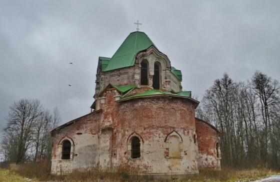 В Тверской области медленно разрушаются старинная церковь и уникальная усадьба