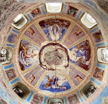 Опубликованы фото храма с погибающей росписью в Тверской области