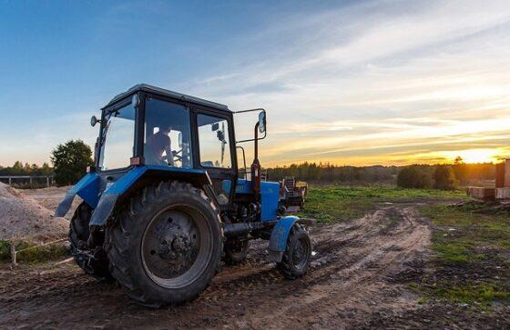 В Тверской области мужчина хотел купить трактор, но стал жертвой мошенников