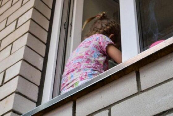 В Кимрах из окна выпали две маленькие девочки