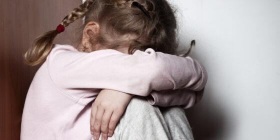 В Тверской области мужчина изнасиловал  несовершеннолетнюю дочь своей сожительницы