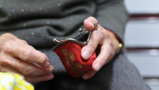 Более миллиона рублей жительница Бологое украла у своей бабушки