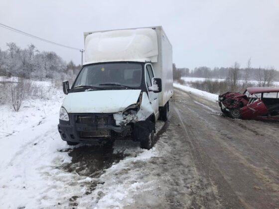 В Зубцовском районе столкнулись Ваз и Газель, водитель сломал ногу