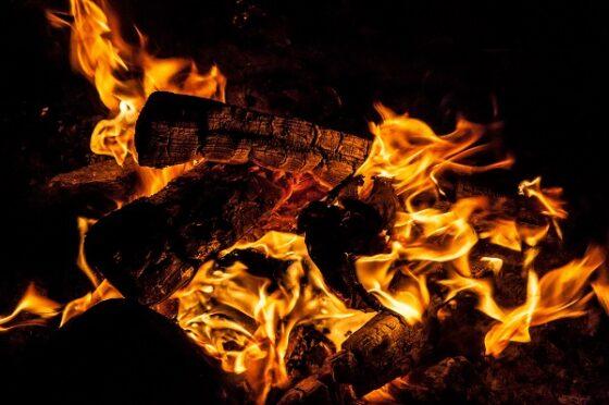 В Тверской области из-за пожара в бане чуть не сгорел дом