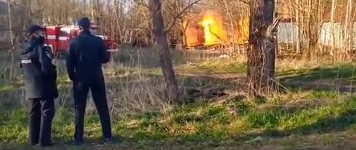 В Тверской области сгорели хозяйственные постройки