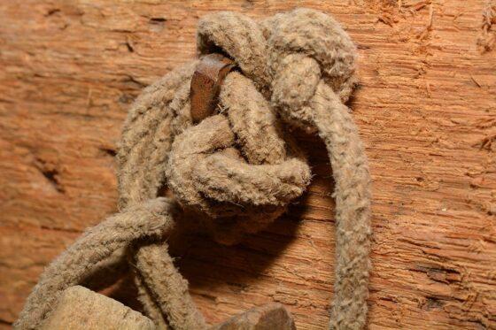 В Тверской области мужчина задушил приятеля веревкой из-за 10 тысяч рублей