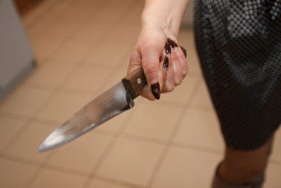 В Тверской области женщина воткнула в мужа нож и избежала тюрьмы