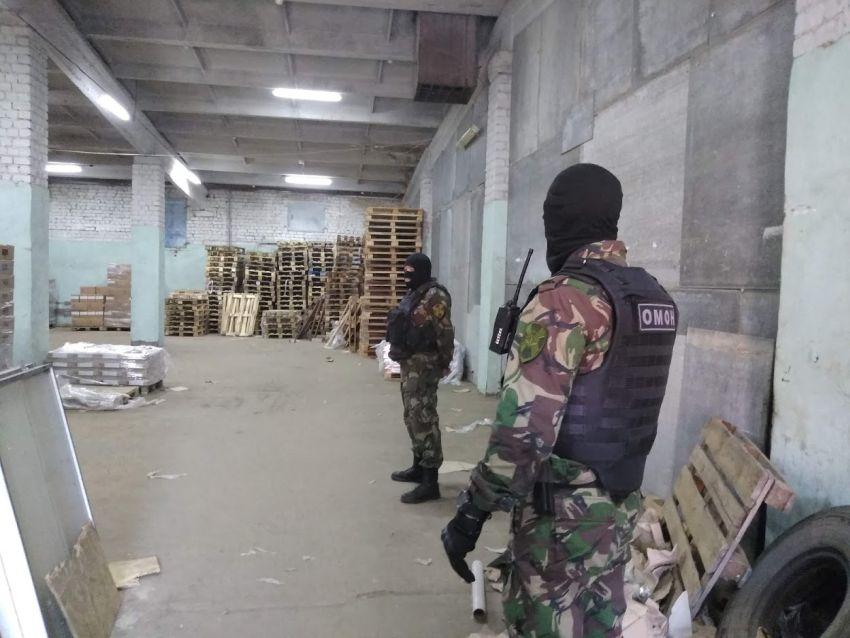 В Твери на рынке обнаружили огромные залежи контрафактного алкоголя и сигарет