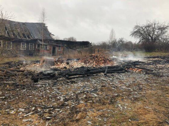 СК выясняет обстоятельства гибели человека на пожаре в Тверской области