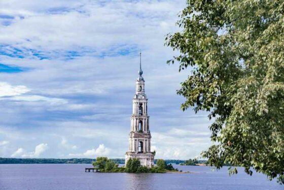 Более 104 млн рублей выделяют на реставрацию затопленной колокольни в Калязине