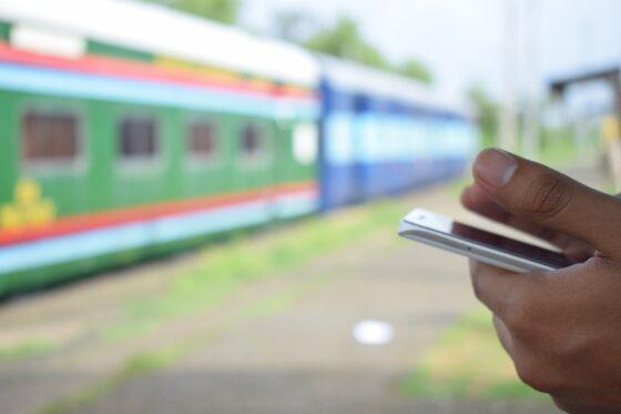 Житель Спирово  заснул в поезде и остался без мобильника