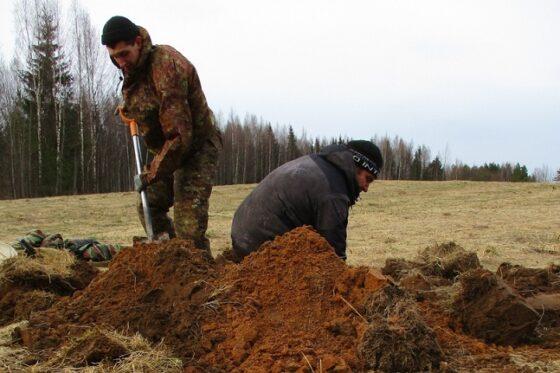 В Тверской области поисковики нашли останки солдата и ампулы со спиртом