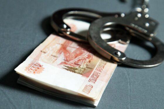 В Тверской области дедушка пустил в квартиру мошенницу и лишился денег