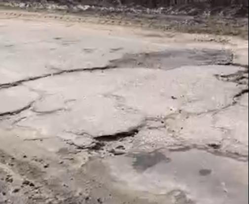 Машины улетают в кювет с моста в Тверской области