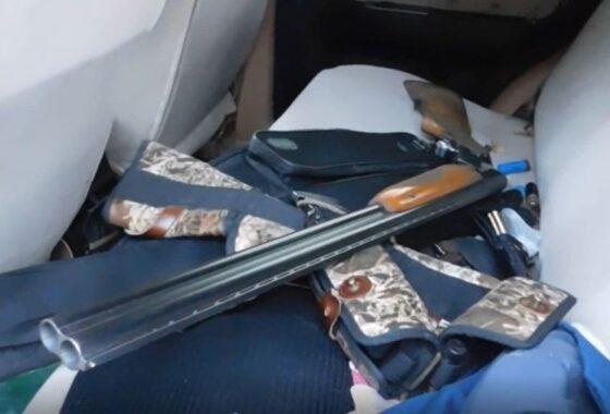 В Калининском районе полицейские остановили машину с арсеналом оружия
