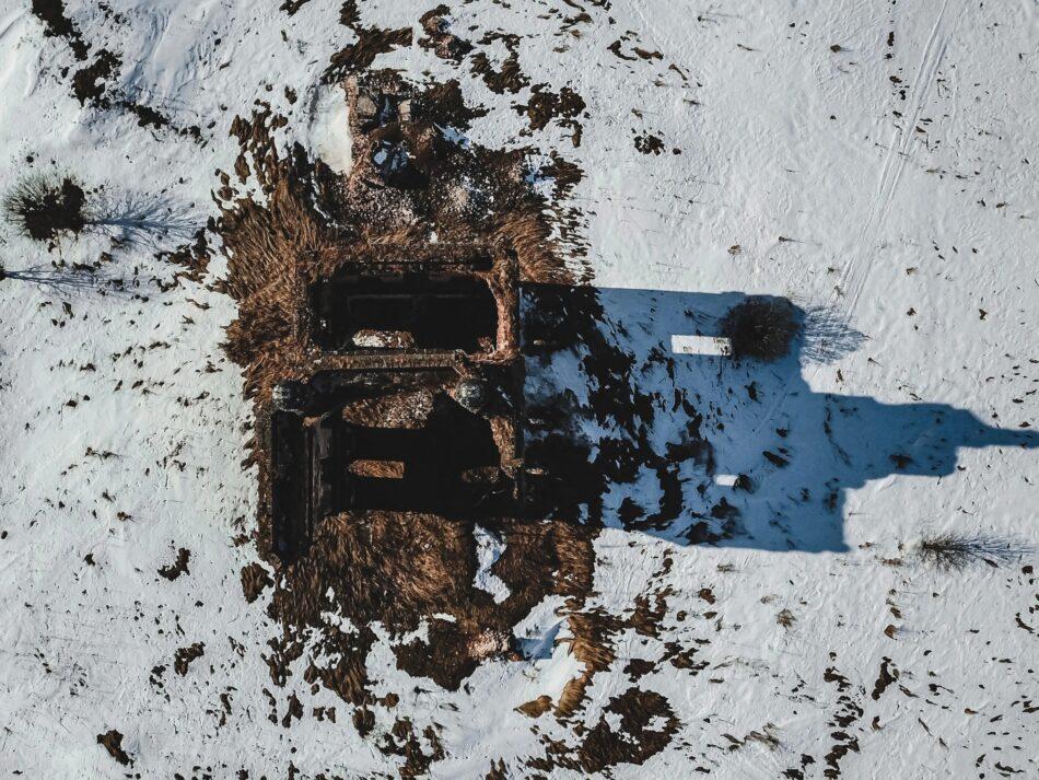 Опубликованы фото обстрелянного в Тверской области храма