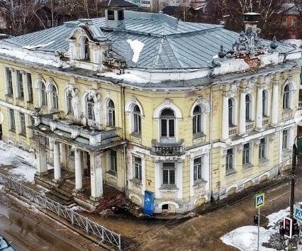 Известный градозащитник побывал в разрушающемся особняке в Тверской области