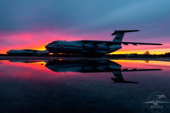 Опубликовано фото двух самолетов после дневной смены в Тверской области