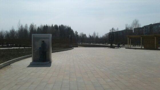 В Удомле вместо памятника Венецианову поставили металлический штырь