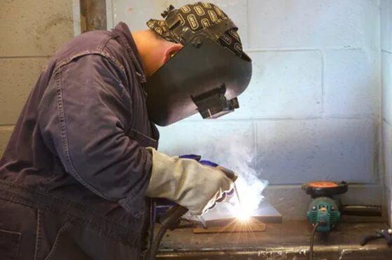 Предприятиям Тверской области требуются инженеры и сварщики