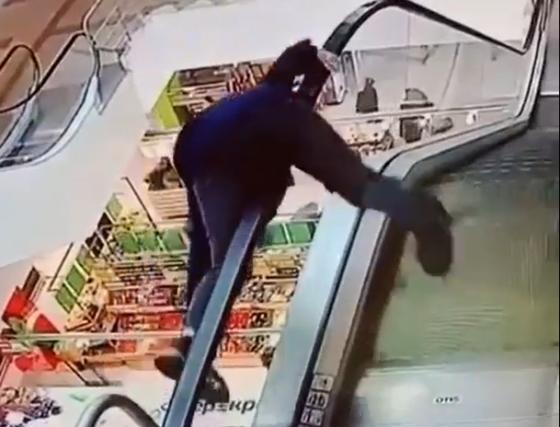В Твери следователи проверят обстоятельства падения мальчика с эскалатора
