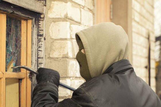 Безработный житель Конаково обокрал столичного пенсионера